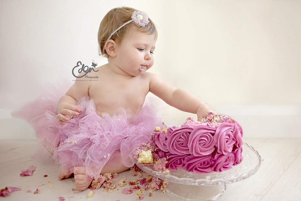 baby first photo shoot ideas - Cake Smash graphy Liverpool Eden Baby graphy